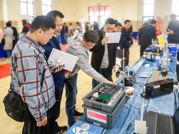 苏威尔助阵镇江市第四届基础教育装备展 理科实验仪器深入人心